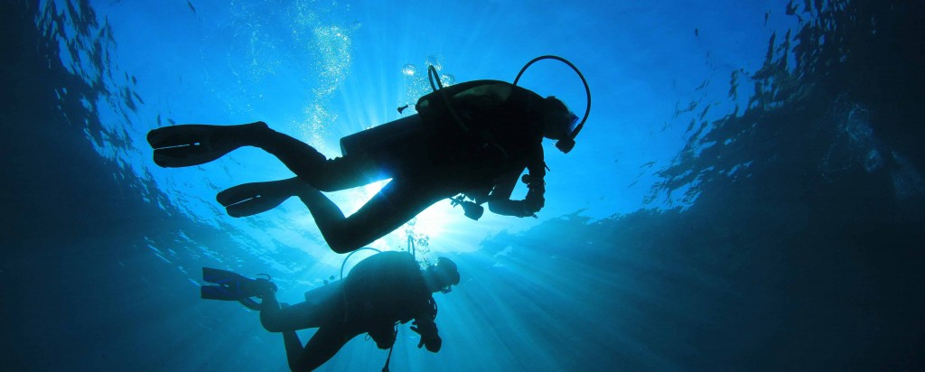 Divers-silhouette-wide
